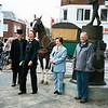 F4358b<br /> De onthulling van de Aschpotter aan de Oude Haven op 21 september 2002. Vlnr: Jan  van der Geest; ontwerpster Tine de Weijer;wethouder Henriette Wilbrink en Jasper van Teylingen. Foto: 2002.