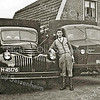 F2306<br /> De heer Nicola bij de eerste Chevrolet, die de fa. Nicola na de oorlog heeft geïmporteerd vanuit Amerika. Rechts staat een Bedford legertruck. Foto: 1945/46.
