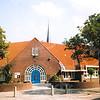 F4377<br /> De voormalige Herv. School, gebouwd in 1929-1930. In 1969 is de naam veranderd in 'Kompasschool'. In 1994 heette het gebouw 'De Rank' (na fusie met 2 andere scholen). Nu, 2001, is er een Regionaal Sociaal Centrum gevestigd. Foto: 2001