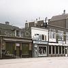 F1590d <br /> De winkels van Koning, Van der Berg en Wanninkhof die in 2003 zijn gesloopt en vervangen door neiuwbouw. Foto 2000.