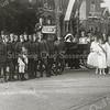 F2850<br /> De jubileumoptocht in Sassenheim-noord t.g.v. het 25-jarig regeringsjubileum van koningin Wilhelmina op 13 september 1923.