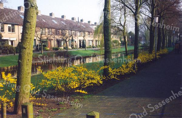 F0515 <br /> De huizen aan de Kagersingel, gebouwd in de jaren '69/'70. Een van de mooiste en rustigste locaties in de Kooiwijk. Foto: 1999.