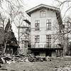 F3339<br />  Huis ter Leede, de zijgevel in de steigers. Foto: 1983
