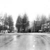 F4020 <br /> De Narcissenlaan met de brug naar de Van Alkemadelaan. In het midden rechts de flats aan de Tulpenstraat.