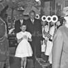 F3698<br /> Bezoek van de commissaris der Koningin in Zuid Holland mr. J. Klaassesz. Het dochtertje van gemeentesecretaris G.A. Stolwijk, Karin Stolwijk, loopt voorop. Foto: 1959.