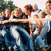 F2528<br /> Tijdens de  Oranjefeesten: touwtrekwedstrijd op het sportveld bij het Rijnlands Lyceum te Sassenheim. Foto: 2003.