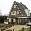 F2399<br /> Het pand op de hoek van de Rijksstraatweg en de Leidsevaart. Foto: 2011.