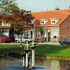 F1349a <br /> Een foto van de Charbonlaan. Samen met de Westerstraat en de Jacoba van Beierenlaan werd er een vierkant gevormd. In het hoekhuis woonde de fam. Pauwels. Nu staat hier de Gildehof.