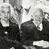 F2699<br /> De heer en mevrouw Engberts. Dhr. Engberts was smid en had een smederij achter zijn woning in de Molenstraat.
