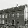 F0804 <br /> Het grote bollenhuis met kantoor aan de Kerklaan dat J.P. Oudshoorn in 1902 bouwde voor Engel Kruijff. Het pand stond schuin tegenover de kleuterschool en werd afgebroken in het begin van 1977. Foto: vóór 1921.  <br /> <br /> Collectie Oudshoorn 027: bollenhuis E. Kruijff 1902.