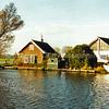 F2006<br /> Het huis van pontjesbaas C.L. Enzler aan het eind van de 3e Poellaan aan de Ringvaart, gezien vanaf de Ringvaart. Hij heeft daar tot 1995 gewoond. Foto: 1995