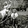 F2935<br /> Piet, Ankie en Mieke Langeveld met pony Liesbeth. Het tafereel is achterin de tuin van Hoofdstraat 232.