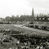 F1649 <br /> Frankenhorst en de St. Pancratiuskerk, gezien vanaf de flat achteraan de Frankenhorst. Het kleuterschooltje links op de achtergrond is inmiddels verdwenen; daar staat sinds 1991 het Sassenheims gemeentehuis – daarna sinds 2006 het gemeentekantoor van de gemeente Teylingen. Foto: 1962.