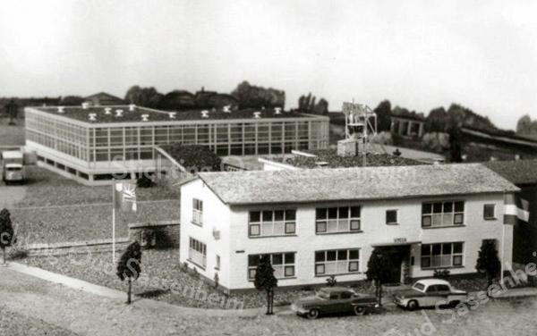 F3373<br /> Maquette, gemaakt door Cor Spruit, van hetzelfde gebouw (F3372) zoals het vroeger was.