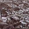 F3602<br /> Luchtfoto. Linksonder de r.-k.kerk St.Pancratius en rechtsboven de Dorpskerk (N.H. kerk). Op de lege plek linksboven is in 1991 het nieuwe gemeentehuis gebouwd.Foto: voor 1981