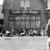 F4156 <br /> Café van Hage aan de Hoofdstraat in Sassenheim.