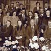 F4380c<br /> Knipsel uit het Geïllustreerd weekblad blad 'de stad Amsterdam'. 100-jarig bestaan van de Graanhandel van de fa. van Niekerk. Een familiefoto. Foto: 1928