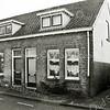 F2404<br /> Deze huizen staan aan de Westerstraat te Sassenheim. Zie ook F2372. Foto: 2011.
