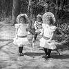 F1480 <br /> Deze foto is genomen in Park Rusthoff. De kinderen kregen de tweede prijs in de optocht tijdens de Koninginnedag. V.l.n.r.: Annie Waasdorp (geb. 27-6-1904), Gé Waasdorp (1-12-1905) en Nel Waasdorp (31-1-1903). Het gezin woonde op Hoofdstraat 200 (nu Clair Optiek). Foto: ca. 1909.