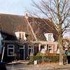 F4237<br /> <br /> Hoofdstraat 127 en 129. Het linker pand (127) werd eertijds bewoond door de fam. Moolenaar van de Zaadhandel. Foto: 6-1-2005.