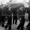 F3733<br /> De herbegrafenis op 25 mei 1949 van adelborst Leendert van Leeuwen op het kerkhof van de Dorpskerk te Sassenheim.  Militairen van Marine Vliegkamp Valkenburg waren hierbij aanwezig.