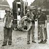 F1979<br /> Bevrijdingsfeest. Links staat Antoon Kapteijn en rechts Toon Wesseling. De foto is genomen op het terrein van 't Bruine Paard. Foto: 1945.