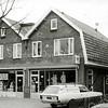 F2828<br /> De pas uitgebreide zelfbedieningswinkel van Jac. Oudshoorn in de Rusthofflaan nr. 3 en 5.