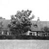 F0738 <br /> Een oude foto van de boerderij Wiltrijk aan de Hoofdstraat, gezien van opzij. De boerderij - een rijksmonument - ligt aan de westzijde van de Hoofdstraat op nr. 55, ter hoogte van de Wasbeekerlaan. De boerderij is van vóór 1636 en is daarmee de op één na oudste boerderij van ons dorp. De boerderij behoorde bij het landgoed Ter Wegen. Het Huis Ter Wegen werd in 1895 afgebroken. Vóór 1636 werden op de zolder van de boerderij godsdienstoefeningen gehouden. Dit duurde tot ca. 1686 toen ten noorden van Mecklenburg een katholieke schuilkerk werd gebouwd.