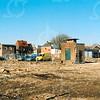F4268<br /> <br /> Nadat de bebouwing tussen de Kerklaan en de Kastanjelaan was gesloopt, ontstond er een groot leeg terrein. Links de huizen langs de Hoofdstraat. Rechts de huizen vooraan in de Kastanjelaan met het witte huis van Bisschop, het huis van Melman en de woning van Drost.