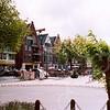 F4274b<br /> De vernieuwde Oude Haven met veel horecagelegenheden. Een gezellig plein in het centrum van Sassenheim. Foto: 2004