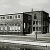 F1037 <br /> Het kantoor van A. Frijlink & Zonen aan de Zandslootkade na de verbouwing door J. Dijkstra.  Nu is hier de Prins Clausstraat. Foto: 1952.
