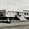 F2051<br /> Het nieuwe gebouw van Drukkerij de Gruijter, gebouwd door aannemersbedrijf Kiebert. Het pand staat tegenover de St. Bernardus.  De officiële opening van het gebouw vond plaats op 29 september 1961. In deze drukkerij werden jarenlang de voetbaltotoformulieren voor heel Nederland gedrukt. Foto: ca. 1961.