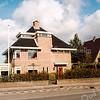 F2088<br /> Deze villa staat aan de Hoofdstraat, maar heeft als adres Wildrijklaan 27. Meer naar links staan de overige villa's aan de Wildrijklaan. Geheel rechts is een stukje van villa Wildrijk te zien.