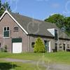 F0750 <br /> Hoge, oude schuur. Gebouwd in 1916, gelegen naast boerderij 't Hellegat van J.J. van der Geest. Foto: 2003.