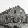 F0871 <br /> Collectie Oudshoorn 035: bollenhuis en twee woonhuizen Joh. van Diest 1904.  De woonhuizen staan er nog, aan de Concordiastraat. Het water links was later onderdeel van de Nieuwe Haven.