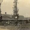 F0767 <br /> Aan de westkant van de Hoofdstraat staat de boerderij Postwyck, gebouwd in 1844. De boerderij was in eigendom van E.J. Speelman en de laatste boer was Dirk van der Vis. Aan de boerderij werd door J.P. Oudshoorn een verbouwing verricht. Foto: vóór 1921.<br /> <br /> [Collectie Oudshoorn 077: verbouw boerderij Postwyck E.J. Speelman - boer Van der Vis.]