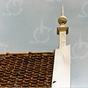 F4348f<br /> Een dakversiering, een zgn. makelaar, op het dak van een woning aan de Teijlingerlaan 63. Foto: 2002