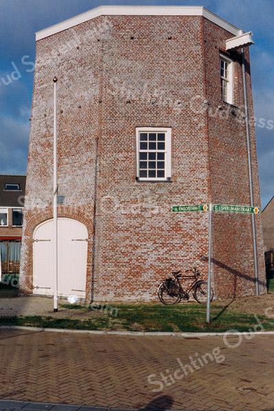 F0679a <br /> De onderkant van de achtkantige molen De Nijverheid van Speelman. Zie ook foto F0678.