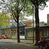 F3852<br /> Kantoor en werkplaats van het bouwbedrijf M.J. van Breda & Zn. met op de achtergrond het Voorhavenkwartier.<br /> Foto: 2009