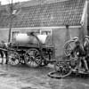F4036 <br /> De gemeente-tankwagen (strontkar) voor het legen van de beerputten in de J.P. Gouverneurlaan met Piet Kniest? Foto: circa 1935