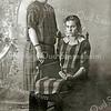 F2322<br /> Marie van Leeuwen (zus van Teun van Leeuwen). Zij werkte bij de fam. Vogelaar. De persoon rechts is niet bekend. Foto: ca. 1925.