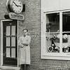 F3358<br /> Bep Duchateau voor zijn klokkenwinkel in de Rusthofflaan eind vijftiger jaren, in 1962 is hij met zijn winkel verhuisd naar een nieuw pand aan de Hoofdstraat waar nu Wielinga gevestigd is.  Foto: jaren '50