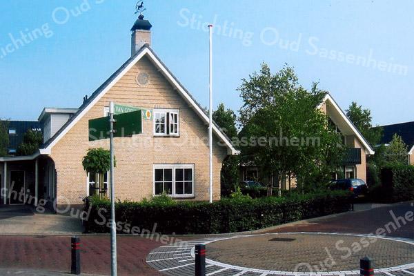 F1916<br /> Villa's aan de Van Goghlaan te Sassenheim. Zie ook het Stratenboek van Sassenheim, pag. 329. Foto: 2009.
