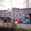 F0220 <br /> De vroegere bollenschuur van B.D. Kapteijn & Zoon aan de, daarna modelmakerij Friedhoff. Dit pand is afgebroken in 2003 en sinds 2006 staat hier het appartementencomplex 'Thuishaven'. Foto: 1997.