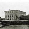 F2735<br /> De bollenschuur van Papendrecht & Bros aan de Zandsloot te Sassenheim. Later de firma Gebr. Doornbosch & Co. in deze bollenschuur. Foto: vóór 1929.