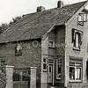 F1611 <br /> Links de snoepwinkel van C. van Diest en rechts de fotowinkel van G. Turk aan de Charbonlaan vóór de verbouwing in 1964.