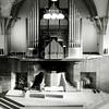 F2811<br /> Het interieur van de Julianakerk (Gereformeerde Kerk) na de restauratie van 1992. Het orgel is niet veranderd, maar het podium wel. De vaste opstelling van de doopvont is weg, evenals de banken ter weerszijden van de preekstoel. De hangende bollampen zijn overigens nu ook verdwenen.