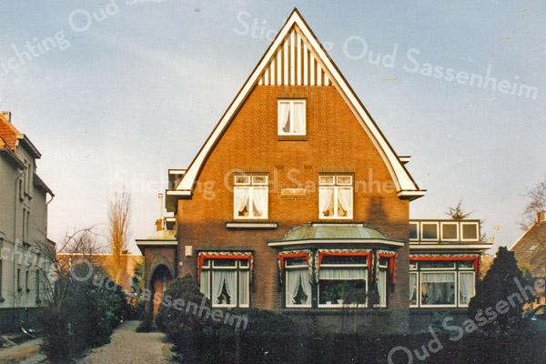 F3539<br /> Sunny Home, Hoofdstraat 309. Tandarts Lockefeer heeft hier jarenlang gewoond.