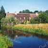 F0930 <br /> De voormalige boerderij Wildrijk aan de Hoofdstraat, gezien vanaf de zuidwestelijke kant . Het pand is verbouwd en opgedeeld in 2 woonhuizen. Foto: 1999.