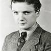 F0006<br /> Portret uit 1944 van Floor Hogewoning, geboren 9-9-1923. Hij was tewerkgesteld in Tuttlingen (Z.Duitsland). Hij probeerde te  vluchten naar Zwitserland, maar is aan de grens gegrepen en in een concentratiekamp opgesloten. Na de bevrijding is Floor opgenomen in een ziekenhuis in Straatsburg en daar op 14-5-1945 overleden.  Foto: 1944.